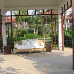 lounge between pools